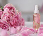 Cách chọn nước hoa hồng phù hợp với từng loại da