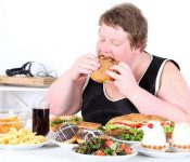 """Điều chỉnh chế độ ăn cho trẻ béo phì theo công thức """" vàng"""" của bác sĩ"""