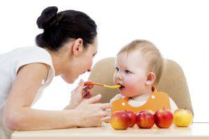 Bé 6 tháng ăn được gì? 10 thực phẩm ăn dặm cho bé 6 tháng