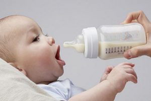 Lượng sữa cho trẻ sơ sinh phù hợp